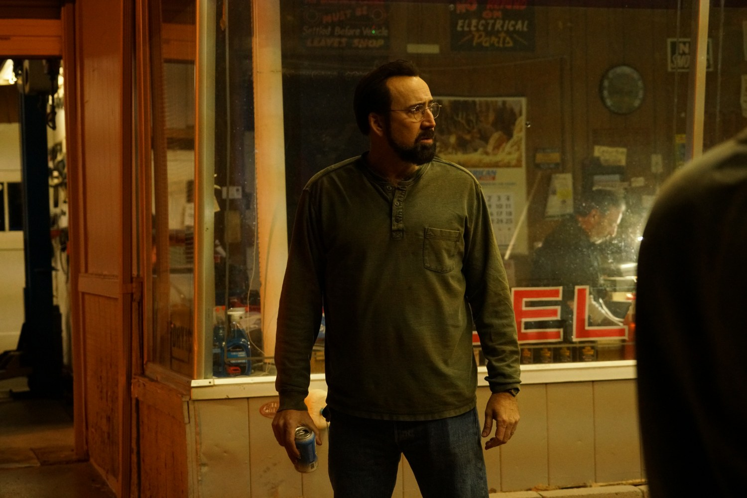 Nicolas Cage in LOOKING GLASS (Lionsate UK) (2)