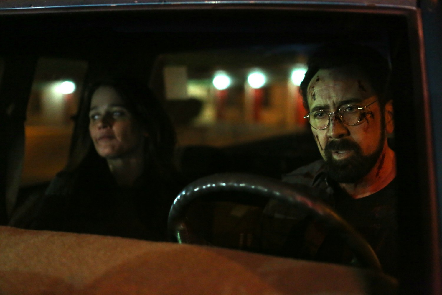 Robin Tunney and Nicolas Cage in LOOKING GLASS (Lionsgate UK) (2)