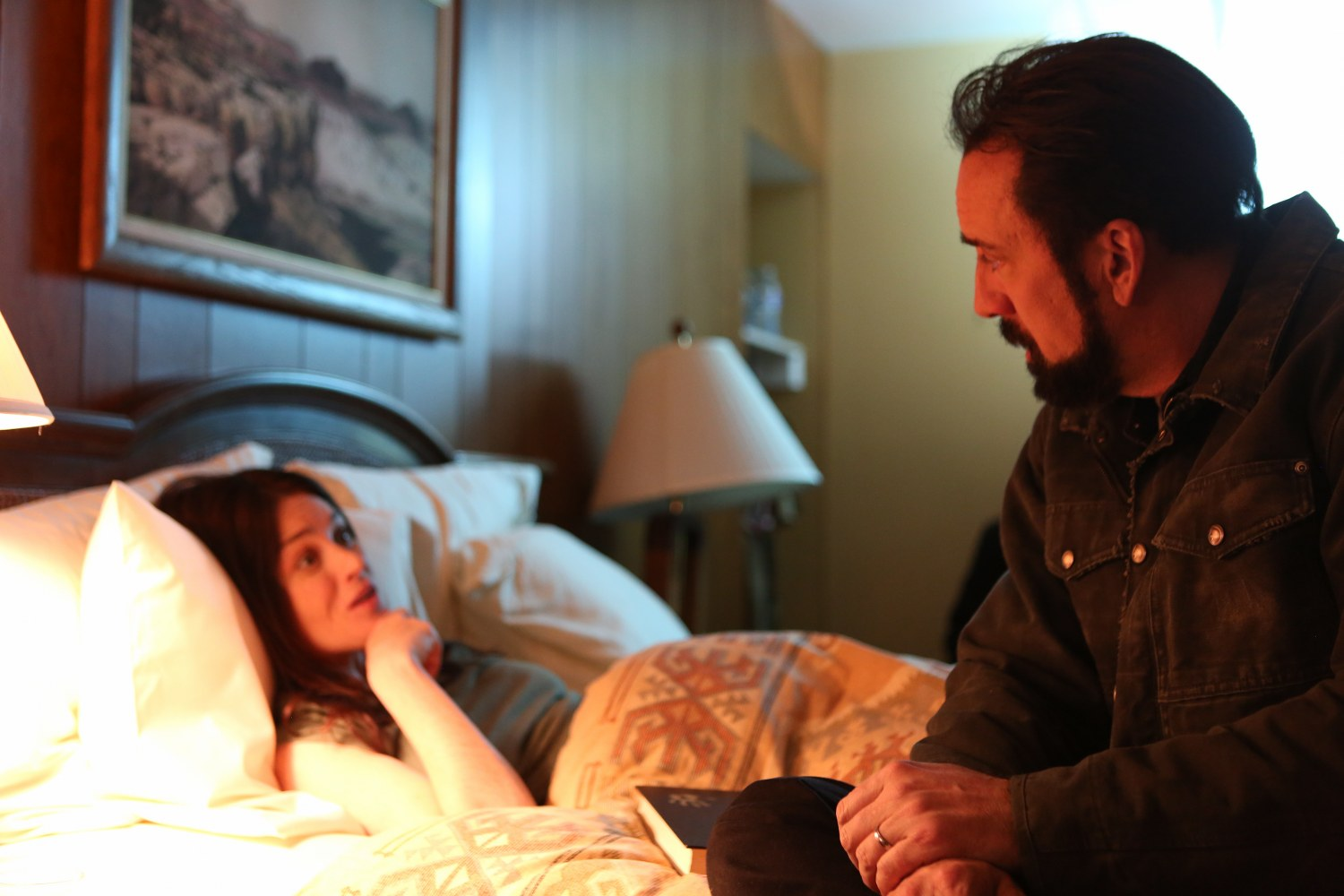 Robin Tunney and Nicolas Cage in LOOKING GLASS (Lionsgate UK)