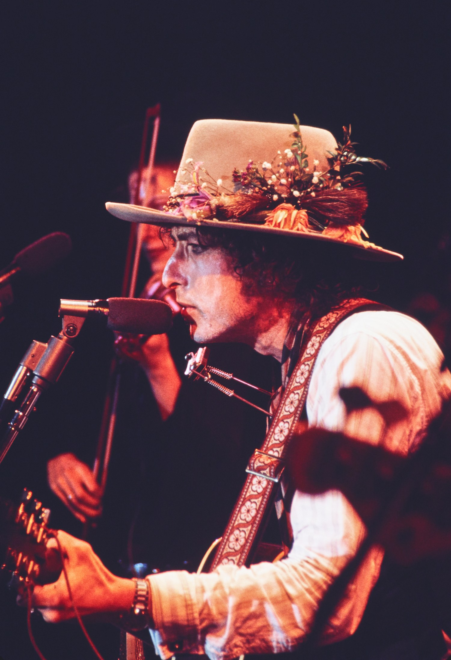 RollingThunder_Dylan_Side_Performance