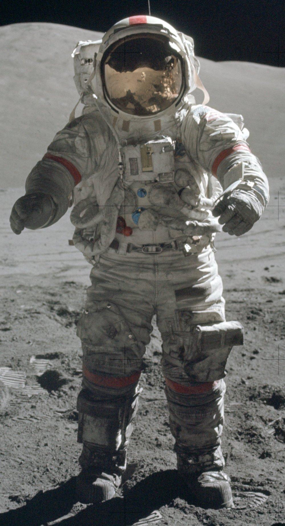 Apollo 17 – Cernan on moon