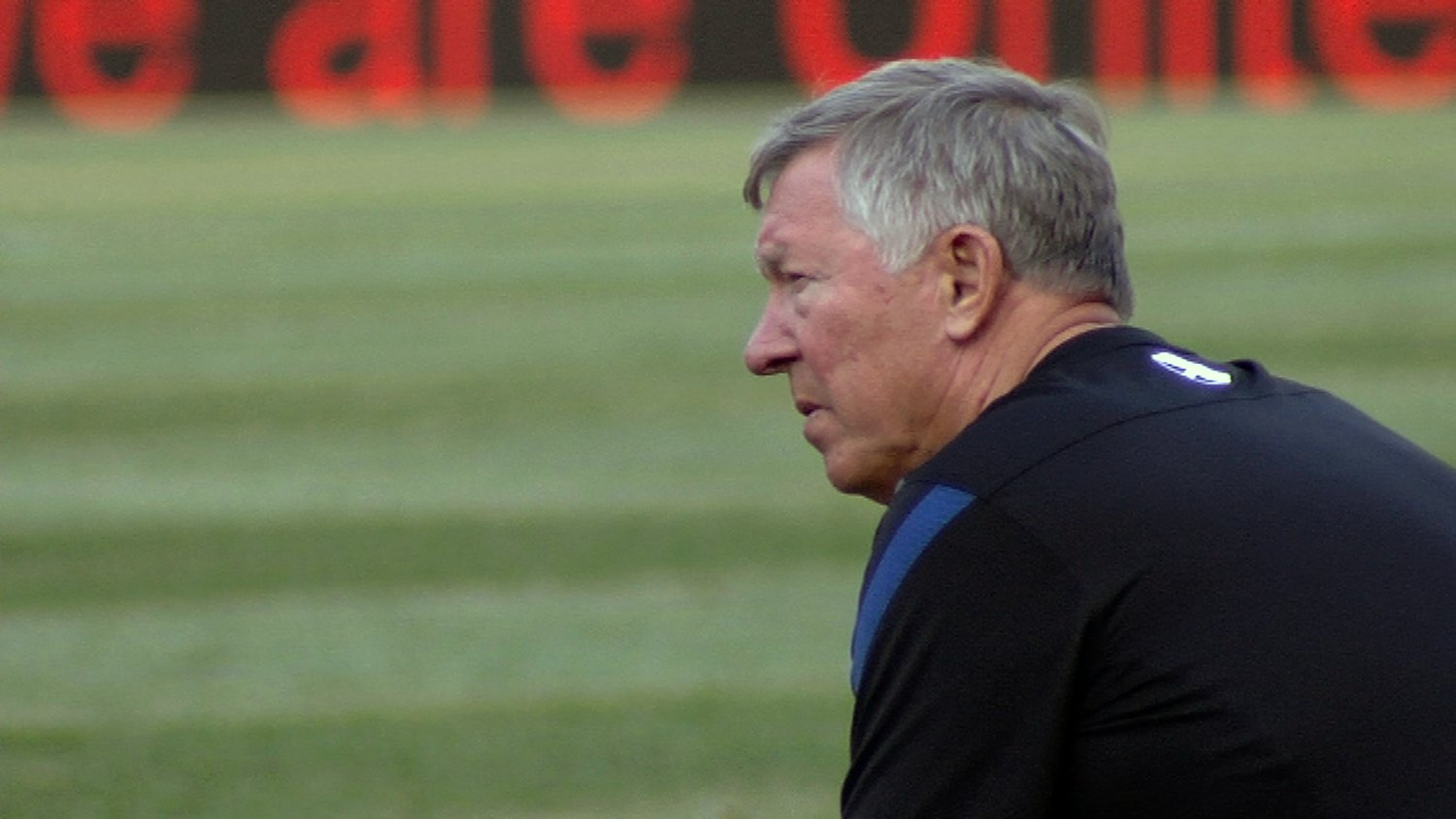 02170513_rear_view_of_sir_alex_as_he_watches_players (photo credit MUTV)