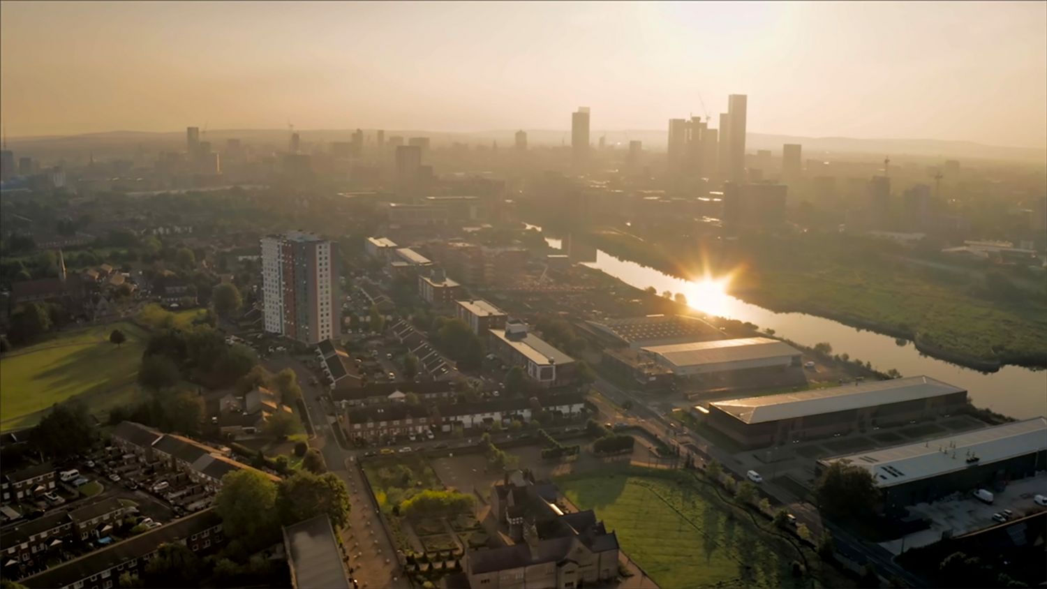 TUW_073_DRONE SHOT OF MANCHESTER