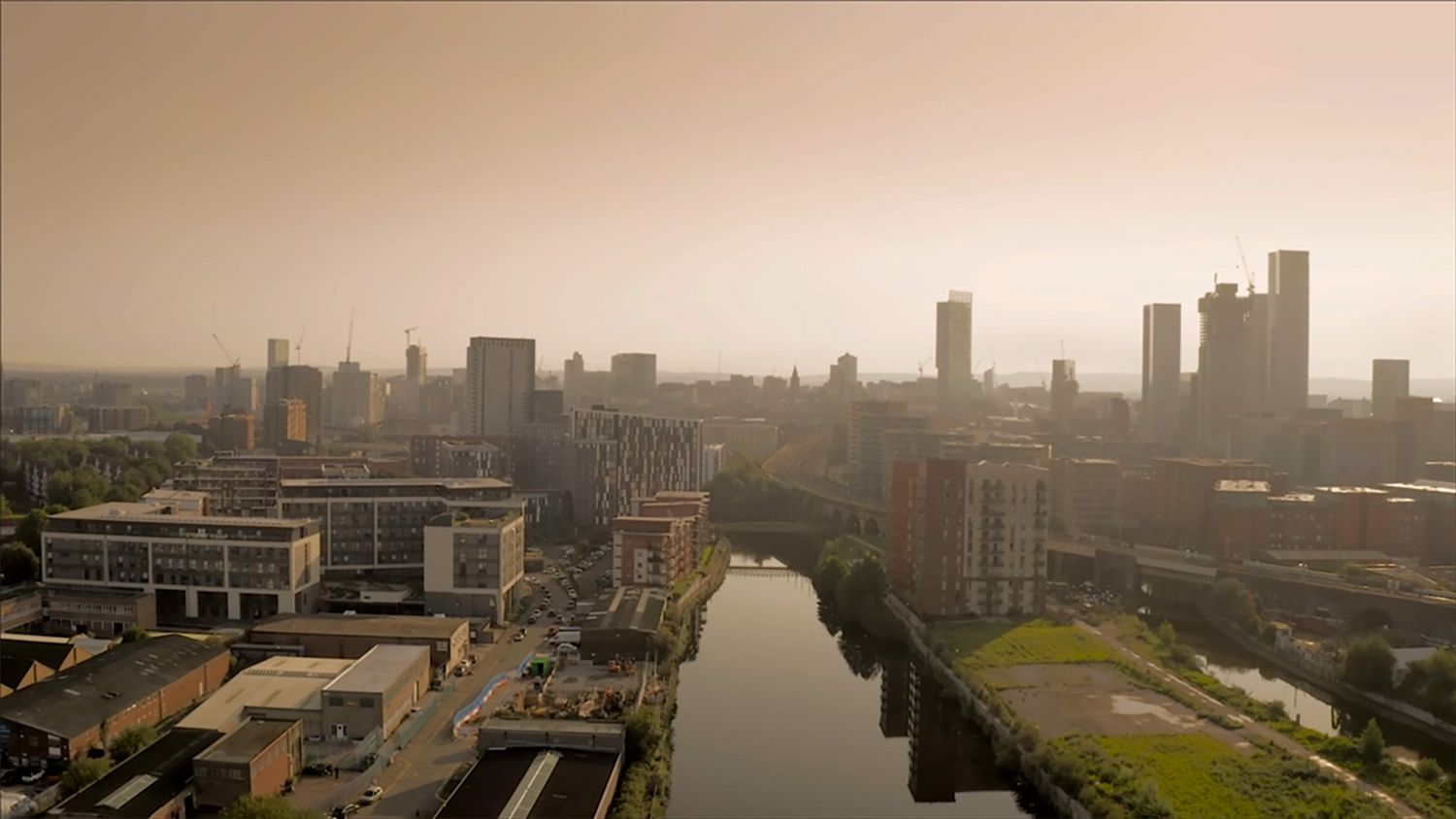 TUW_075_DRONE SHOT OF MANCHESTER_3