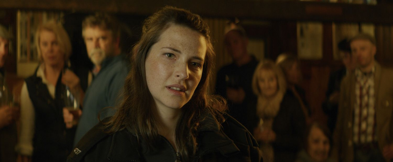 Annes Elwy in The Toll (Pub) (Signature Entertainment)