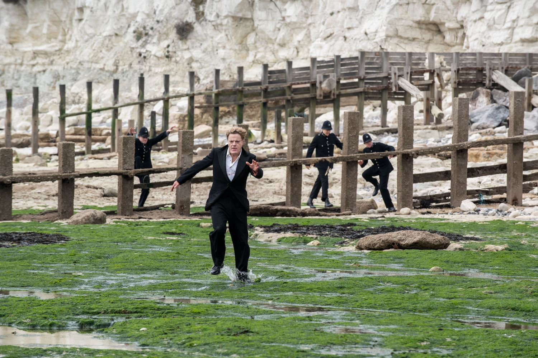 Eddie Izzard in SIX MINUTES TO MIDNIGHT (Lionsgate UK) (01)