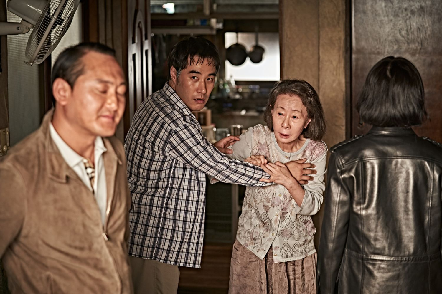 Jeong Man-sik, Bae Sung-woo and Youn Yuh-jung in BEASTS CLAWING AT STRAWS (Blue Finch Film Releasing)