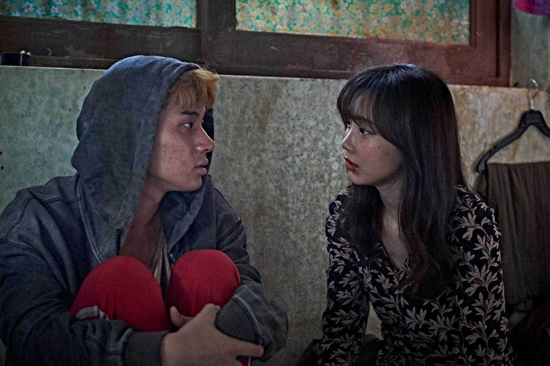 Jung Ga-ram and Shin Hyon Bin in BEASTS CLAWING AT STRAWS (Blue Finch Film Releasing)