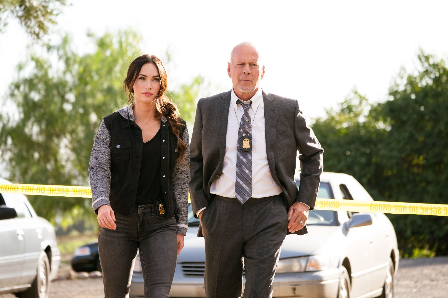Megan Fox and Bruce Willis in MIDNIGHT IN THE SWITCHGRASS (Lionsgate UK) (01)